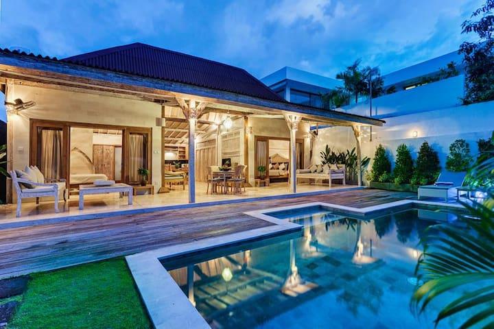 Oasis privé spacieux avec piscine à Petitenget