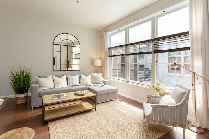 Modern, Rustic, Quiet Loft <2 Blocks from Broadway