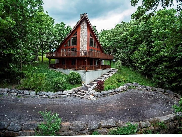 Gorgeous Adirondack Mountain Retreat