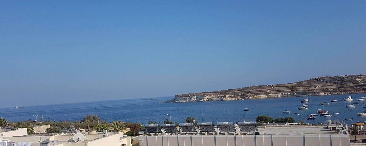 Stunning Seaview Apartment in St. Thomas bay Malta