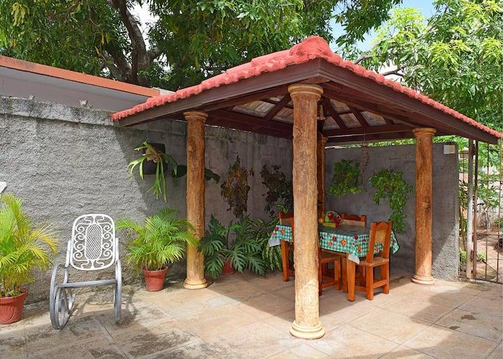 Hostal Yomar y Yumy, inmensa casa, patio y garaje