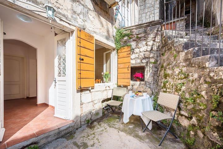 Apartment Atrium Old Town Kotor