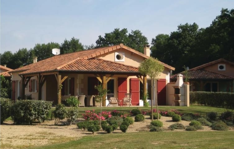 Holiday cottage with 3 bedrooms on 100 m² in Les Forges