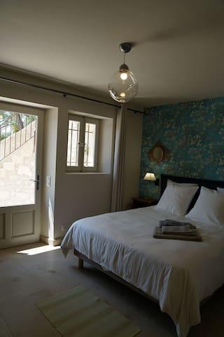 """Chambre 2, La chambre """"Van Gogh""""  Room N2, the """"Van Gogh"""" room"""
