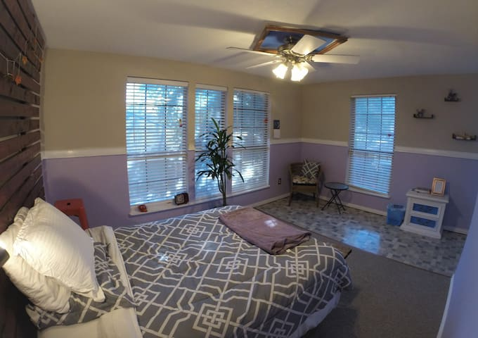 XLarge Room in a Keyless Entry Manor near Downtown - Dallas - House