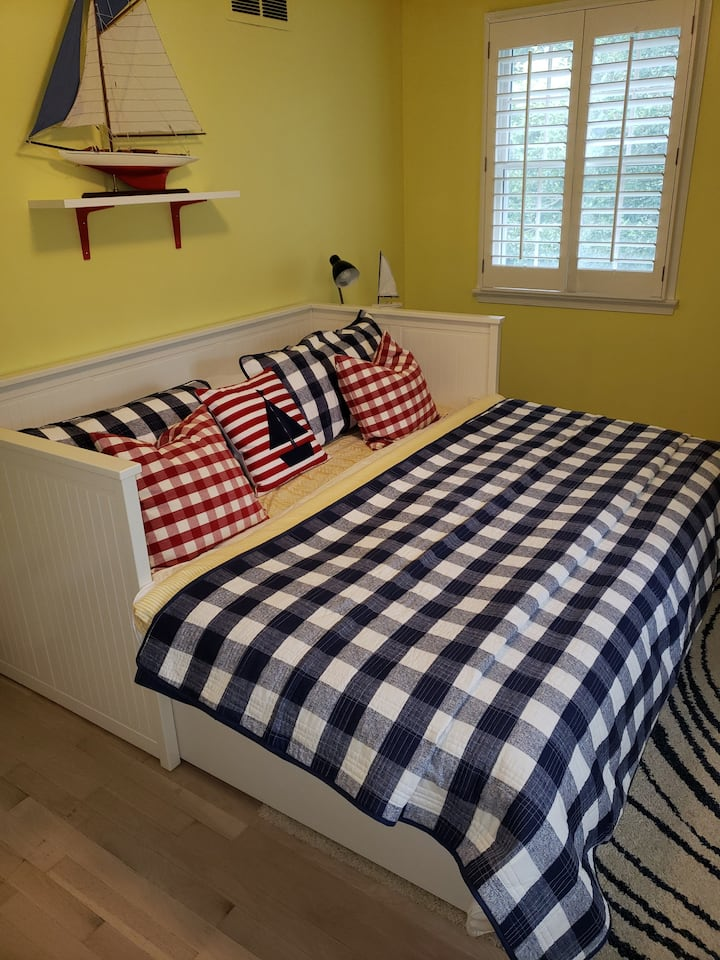 Cape Cod Charm close to USNA & Annapolis - Room 1