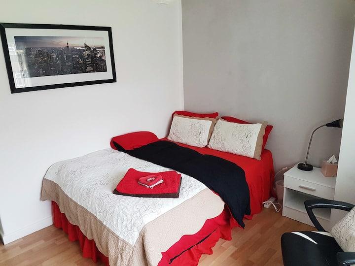 Cosy double bedroom in Denton
