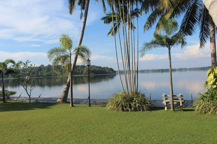 Villa -over looking the Bolgoda lake