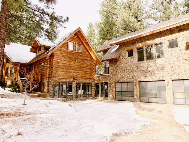 Ski Retreat - Minutes from Mt Rose!