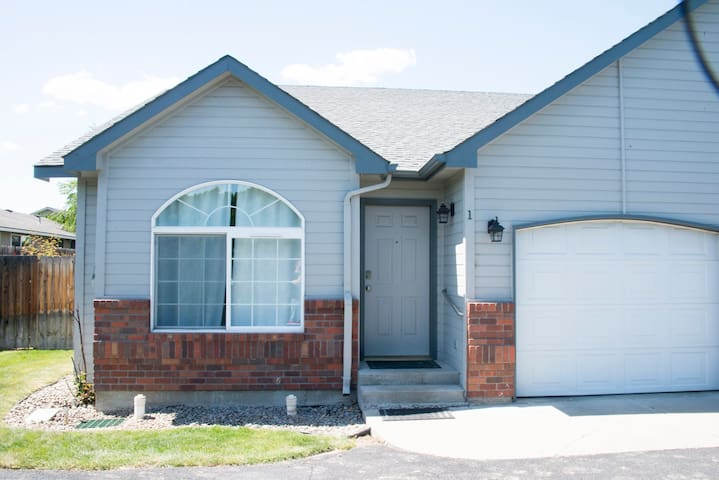 Yakima Vacation Rentals- 3 Bedroom 2 Bath House #4