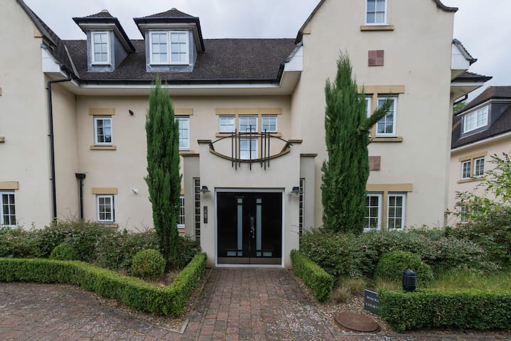 Amazing two bedroom apartment Gerrards Cross!!! - Gerrards Cross - Apartamento