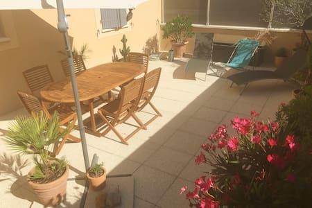 Spacieux t2 avec terrasse et parking - Gémenos - Apartamento