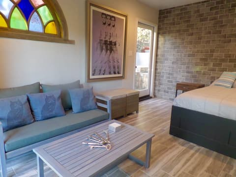 Hollywood Hills Cozy Casita with Amazing Views!