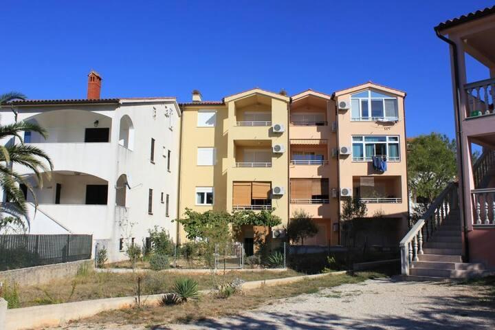 One bedroom apartment with terrace Štinjan (Pula) (A-7245-a)