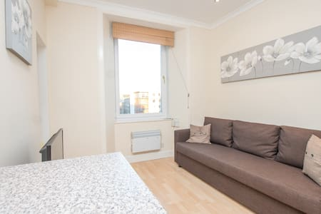 Central bright self contained apartment - Edinburgh - Appartement
