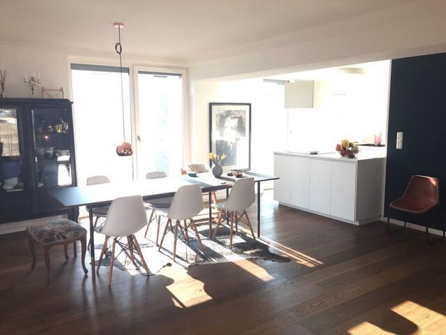 Moderne, helle Wohnung im Zentrum - München - House