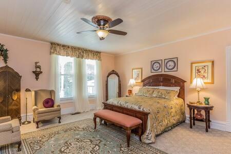 Greensboro Room, with en-suite bathroom,  1st floor
