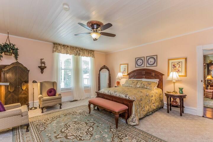 Greensboro Room - Highgate Estate & Gardens B&B