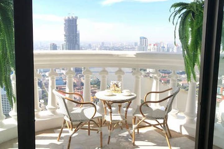 48th floor, New unit, River view and Sky Bar!