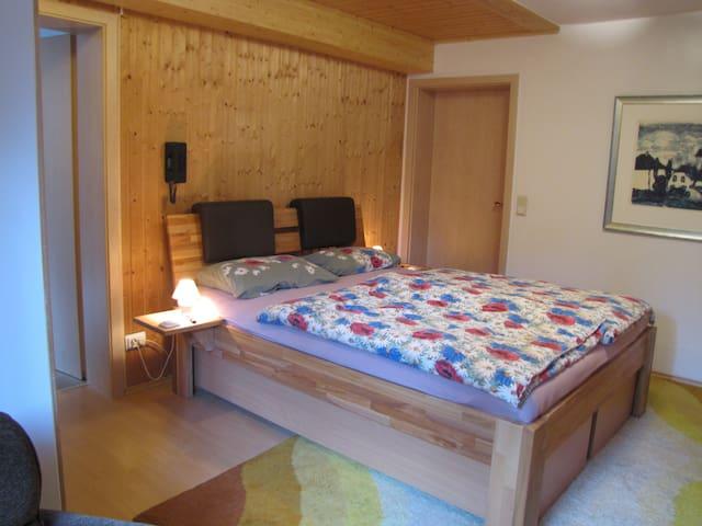 Schlafzimmer mit 2 Betten als Doppelbett, (1,6 x 2 m)