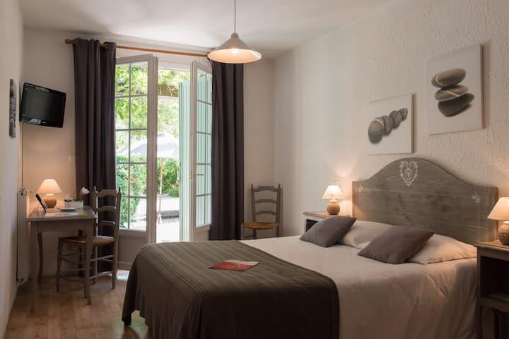 belle chambre double avec terrasse proche Avignon
