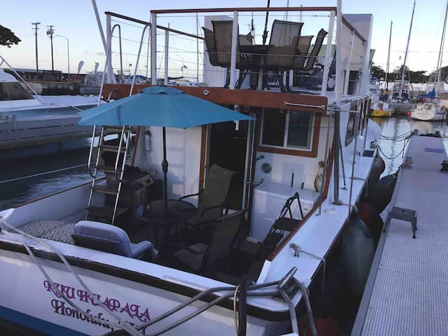 Kuu Sunset Yacht with Sun Deck in Gated Harbor