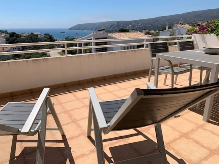 101.11 Two bedrooms apartment with parking place and a terrace with sea views