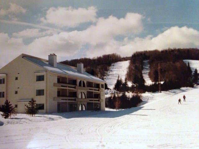 Dover Condominium at MT. Snow Ski lift nearby.