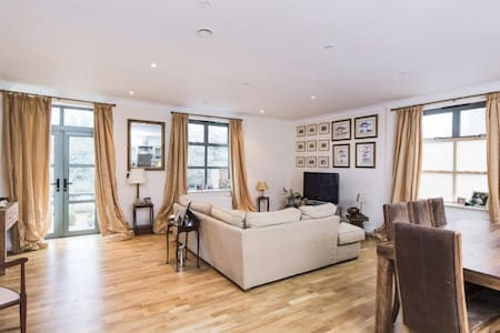 Riverside view apartment in Bath with own terrace - Apartemen