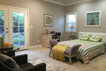 New 400 sqft master suite w spa bth - Fremont - Dom