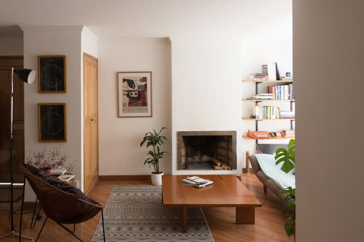 Nice room in cozy apartment - Chicó