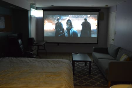 BIG Private Room That Turns into a Movie Theater! - Staten Island - Townhouse