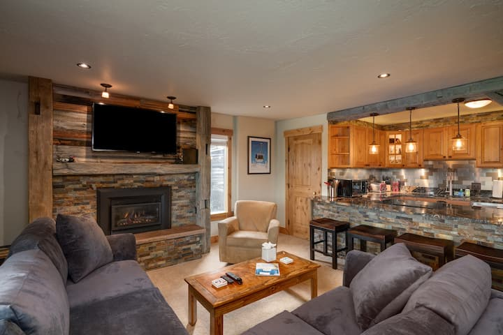 Discounted lift tickets! Deluxe, One Bedroom Ski In / Ski Out Condo - Storm Meadows E 45