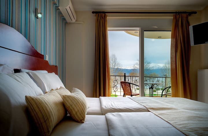 Classic Room with Lake View - Akti Hotel Ioannina