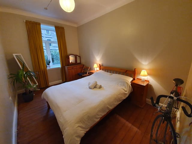 Cozy Double Room * beautiful flat in Edinburgh *