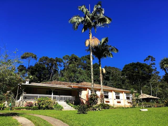 Linda casa 5 quartos e piscina na Fazenda Inglesa
