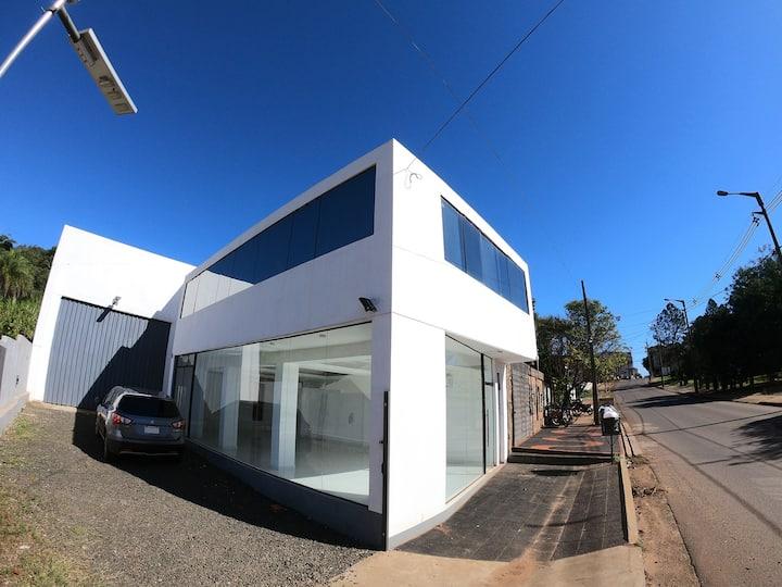 Sspacious apartment 2 blocks of Av. Irrazabal