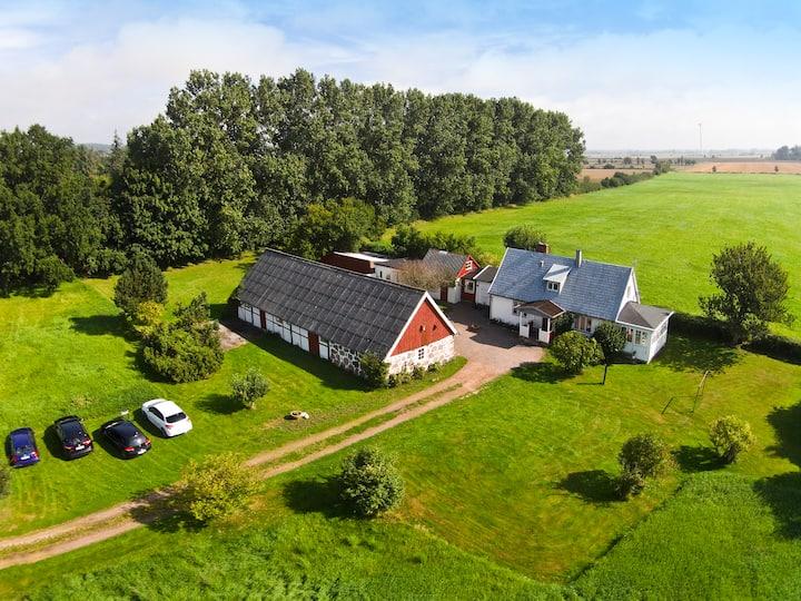 Stor familjegård i Strandbaden Kullaberg