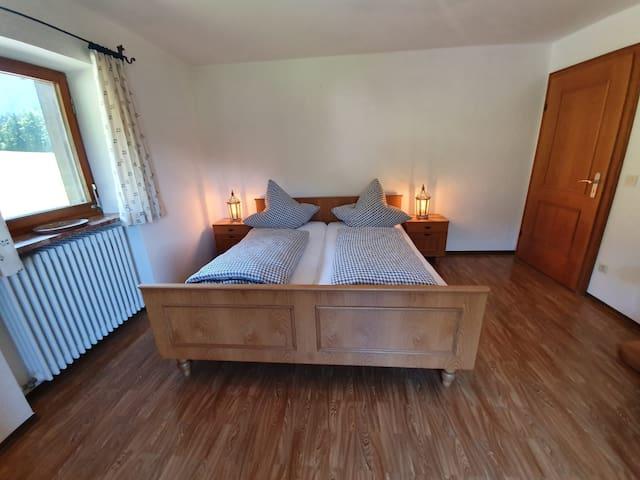 Schlafzimmer mit Doppelbett 180cmx200cm; mit Balkon