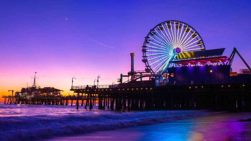 This place is located just in 7 minutes walk from Santa Monica Pier