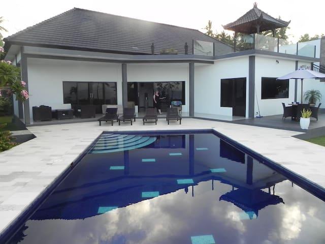 Blue Gecko beachside villa