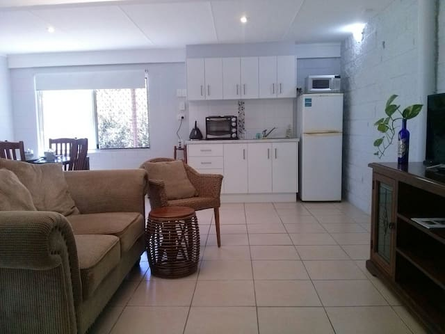 1 Bedroom, Self contained basic unit - Townsville