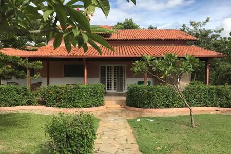 Belo Jardim, House with Lush Gardens in Abadiania!