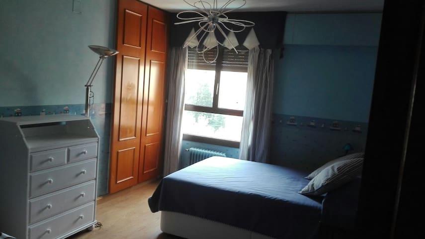 Habitación privada para 3 personas con AC