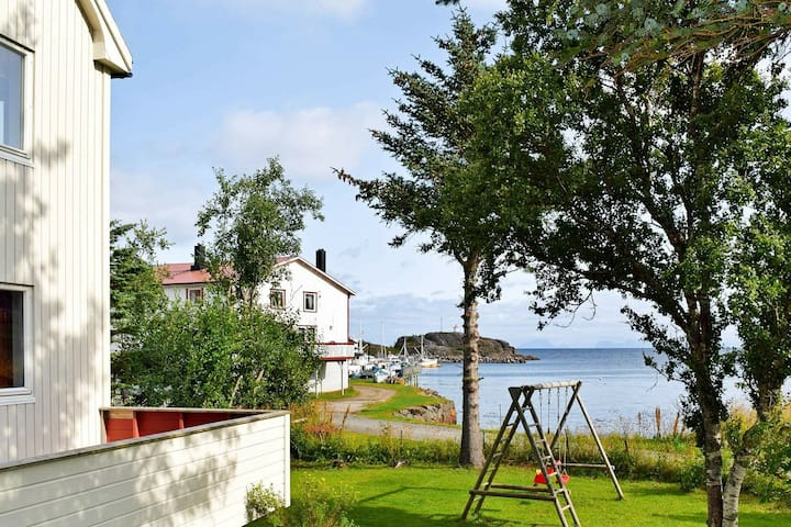 7 person holiday home in STAMSUND