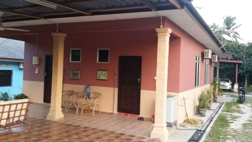 Homestay Kampung Sungai Pasu ,rumah sewa - Dong - House