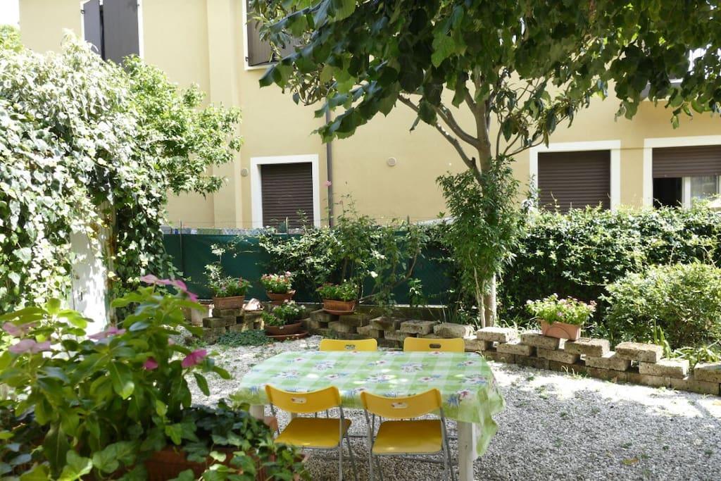 Appartamento top borgo san giuliano con giardino for Giardino rimini