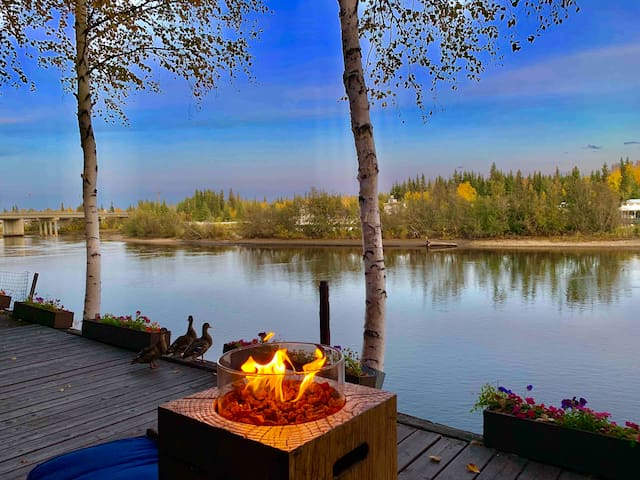 #1 LUX STAY  - Views - Water Front-Location/Aurora