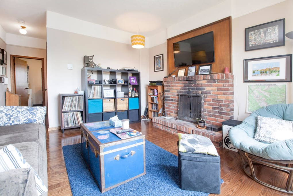 Living room common area, shared space with your hosts & our other Airbnb guests.