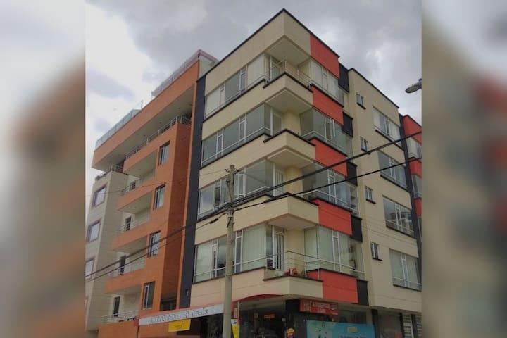 APARTAMENTO GRANDE Y ACOGEDOR EN DUITAMA.